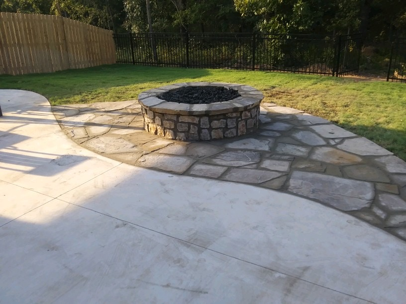 Patio - Concrete / Flagstone